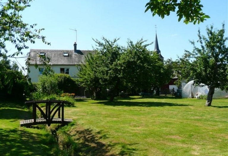 Confortable maison de hameau avec grand jardin