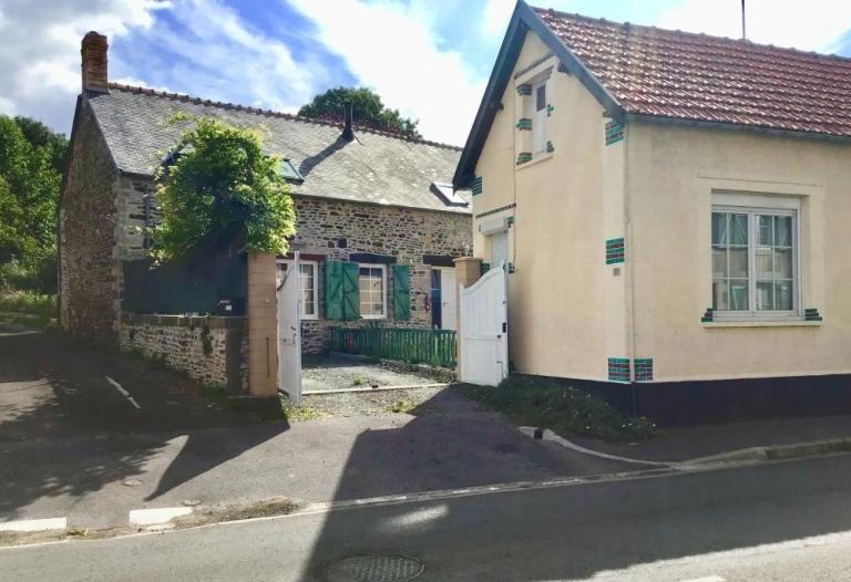 En village - Maison récemment rénovée, deuxième maison et grand jardin