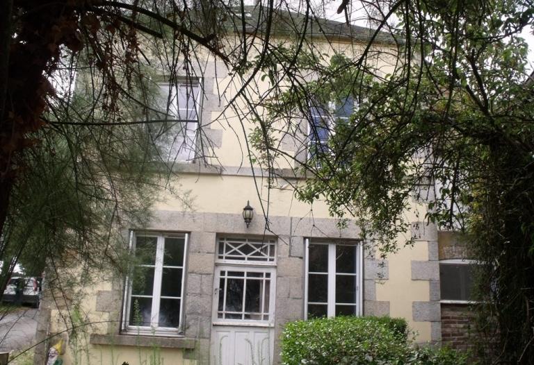 Maison de village de 3 chambres avec jardin, garage et dépendances