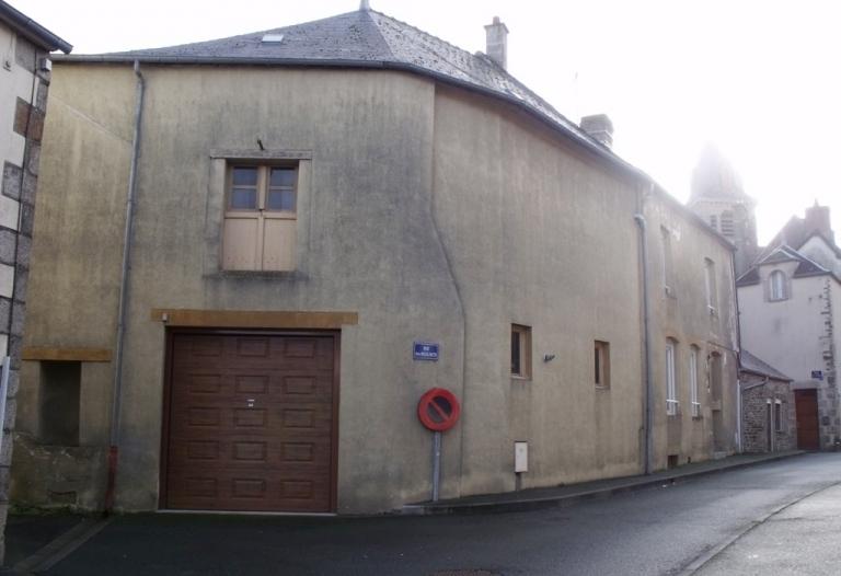 Maison de ville avec grand garage/atelier, proche tous commerces