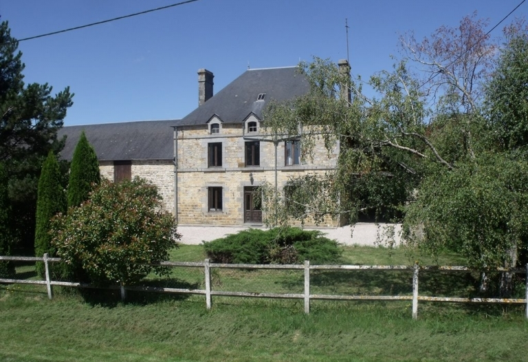 Élégante maison avec jardin et dépendances