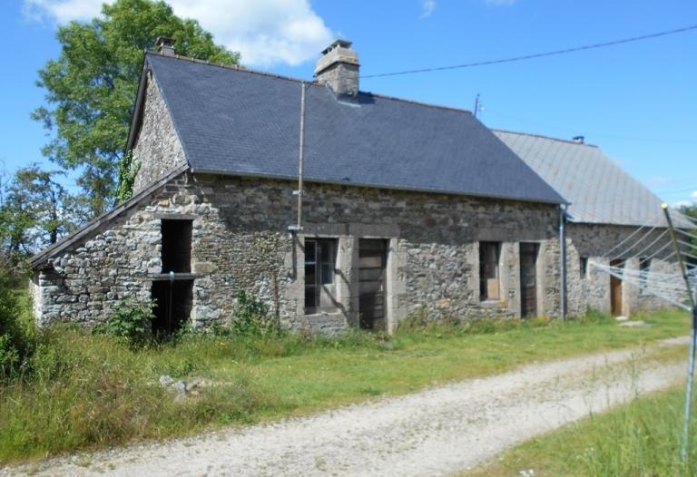 Maison de campagne à rénover, dépendances, terrain 1827m2
