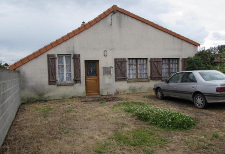 Maison de village et dépendances